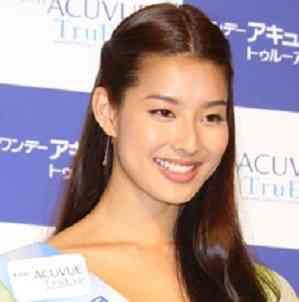 石田純一の長女、すみれが彼氏と大胆キス、フライデーされる
