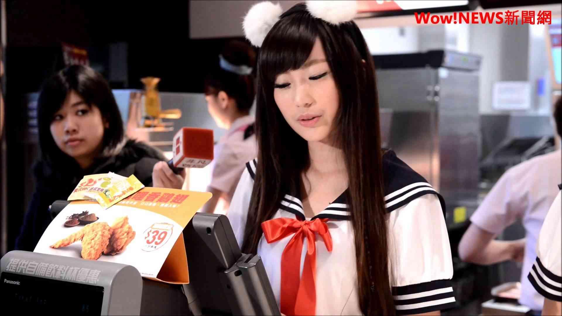 20131226 「麥當勞之花」張楚珊超萌貓耳水手服現身 直呼緊張卻很開心! - YouTube