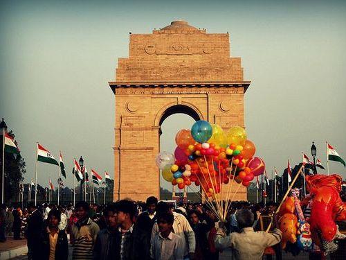 インドには勝てる気がしない…面白く発展している軍事パレードの写真いろいろ:らばQ