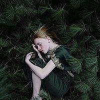 ダークな陰影が美しい、秋冬の「深みグリーン」の着こなし【コーデ集】 - NAVER まとめ