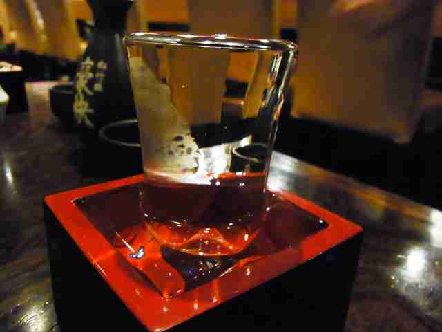 コーヒーや紅茶の受け皿の本来の使い方が衝撃的すぎwww