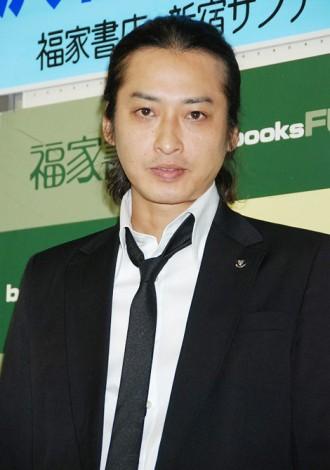 """元・光GENJI大沢樹生、""""DV告発長男""""と再同居していた"""