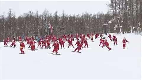 「栃木・那須町のスキー場にサンタ約100人集合」 News i - TBSの動画ニュースサイト