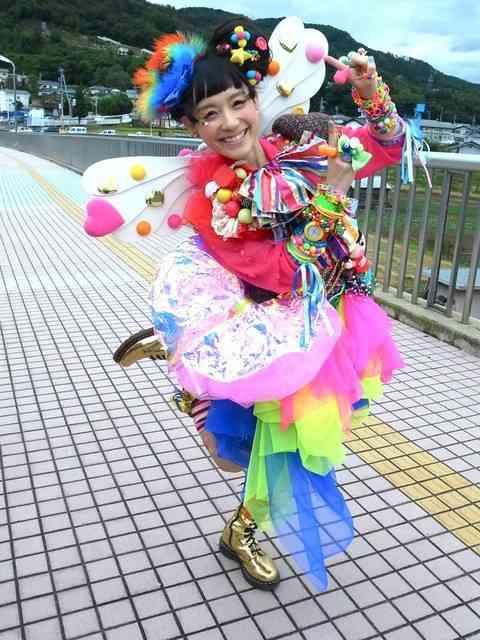 篠原ともえ「渋谷駅でスカウトされた!急いでたからダッシュしたけど、お話聞いてみたかった!」