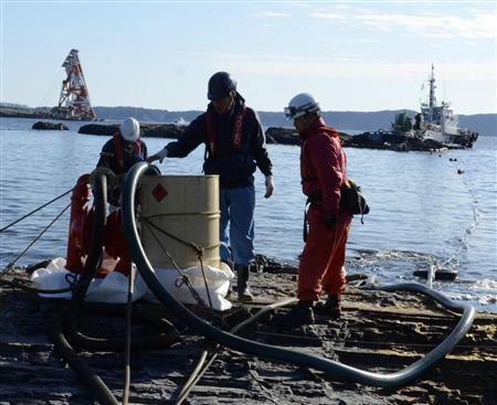 韓国船籍の座礁タグボート、重油回収始まる 台船は大きく傾く 和歌山・串本沖 - MSN産経west