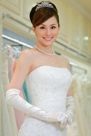 """噂の彼との一夜を撮られた米倉涼子、結婚の""""現実味""""と母親の存在"""