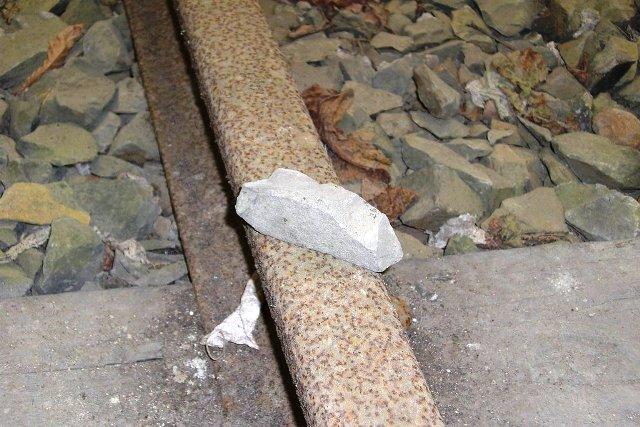 電車好きの10歳男児、線路に置き石「どうなるか見たかった」