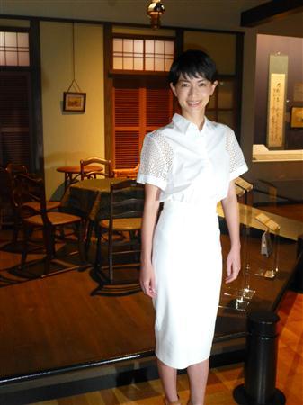 長谷川京子、大人セクシーなドレスから美脚を披露