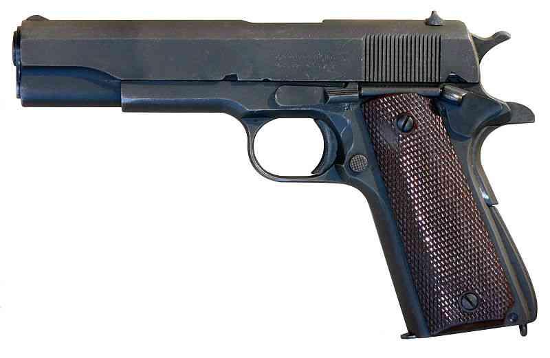 【福岡】中学教諭、生徒から没収した拳銃を職員室で誤って発射させる