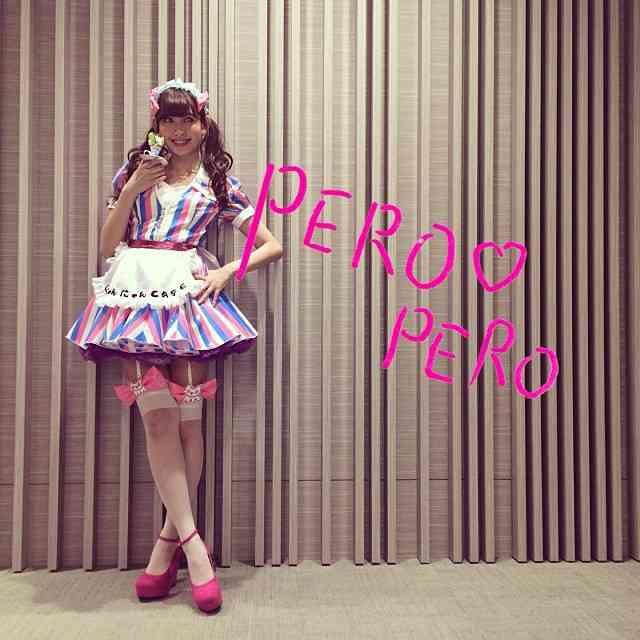 AKB48小嶋陽菜 ウエイトレスのコスプレ姿を披露 ファン大興奮「エロすぎ」「可愛い」