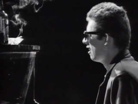 The Pogues Featuring Kirsty MacColl -  Fairytale Of New York (Official Video) - YouTube