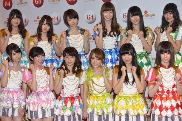 AKB48、『紅白歌合戦』の本番で110人全員が「国と地域」を表した異なる衣装で登場