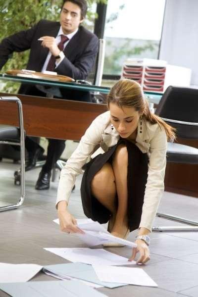洗練された女性の振る舞いとは? 物を拾うときは必ず「腰を下ろす」 | ガールズちゃんねる - Girls Channel