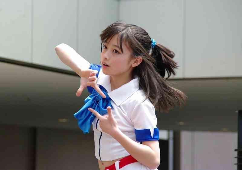 天使すぎるアイドル・橋本環奈が水着姿の松井珠理奈を公開処刑www
