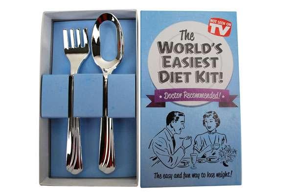 ダイエット用スプーン&フォークの発想が斜め上すぎてスゴイ! スプーン→ 穴あき、フォーク→刺せない   Pouch[ポーチ]
