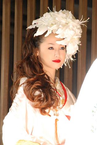 沢尻エリカ、高城剛氏との離婚を報告「二人の未来を考え」