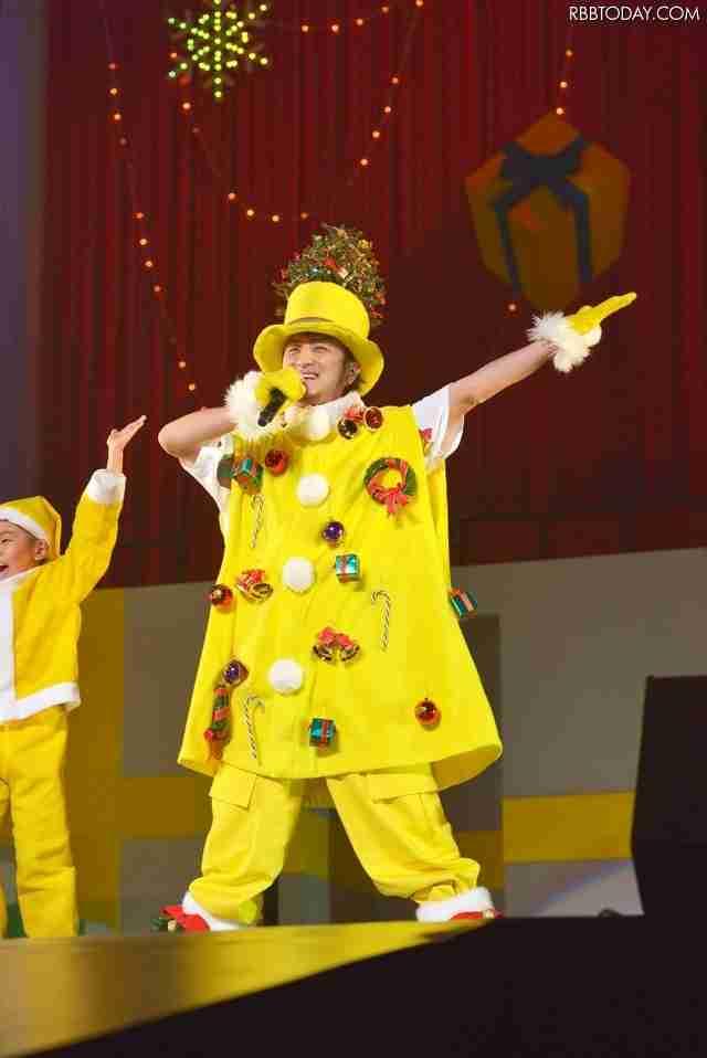 遊助こと上地雄輔、黄色いサンタ姿でファンに私物などクリスマスプレゼント