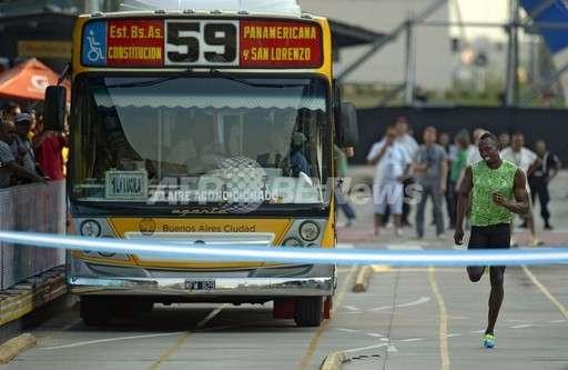 ウサイン・ボルト、路線バスとの対決に勝利ww