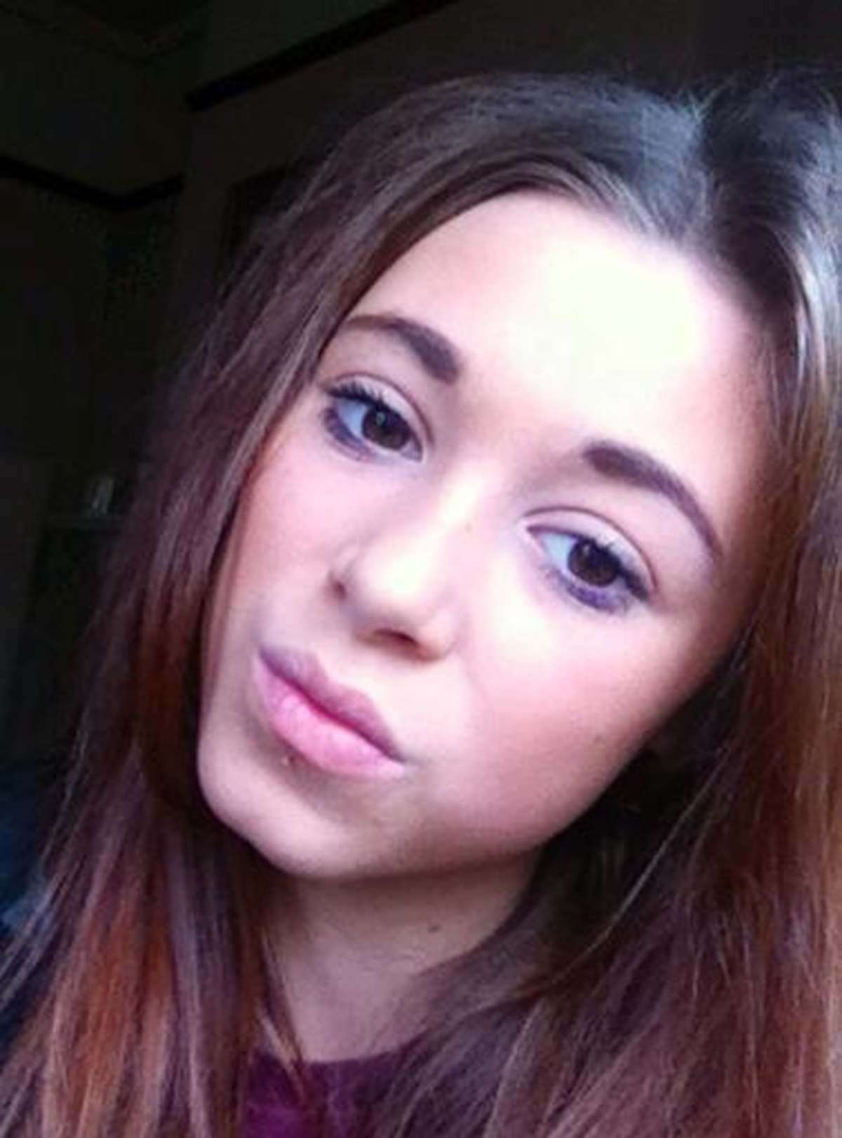 可愛い外見を嫉妬された14歳少女、学校とFacebookでイジメにあい首吊り自殺