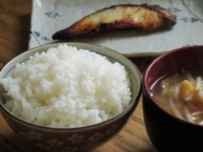 和食に欠かせない調味料は「しょうゆ」、家庭でよくつくる和食は「焼き魚」-和食に関する意識実態調査 | 「マイナビウーマン」