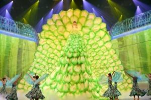水森かおりの巨大衣装に嵐も驚き「高いですね」<紅白リハ2日目> - モデルプレス