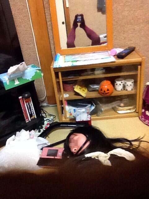 ツイッター女子「彼氏に寝顔撮られてたー(>_<)」→投稿された画像にとんでもないものが映り込むwww