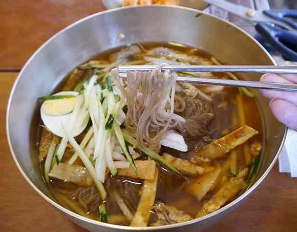 外務省が注意喚起! 韓国の冷麺やのり巻きから糞便にも含まれる大腸菌が検出される - ライブドアニュース