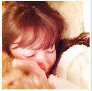 小嶋陽菜、すっぴん寝顔に「可愛すぎる」の声 - モデルプレス