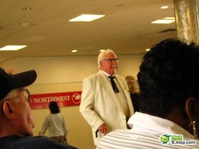 ケンタッキーフライドチキンの「カーネル・サンダース」にそっくりなおじいさんが発見される