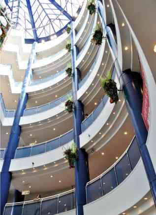 【中国】長時間の買い物でカップル大喧嘩。男性がショッピングモールの7階から飛び降りる。