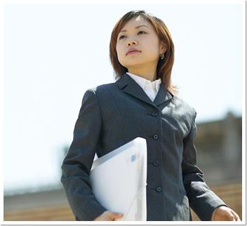 採用担当者の7割「見た目採用している。女子はパンツよりスカートの方が良い。脚は見る」