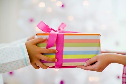 自分では買わないけどプレゼントされたら嬉しい物は何ですか?
