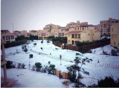 「子供たちが大喜び」…数十年ぶりにエジプト各地で降雪