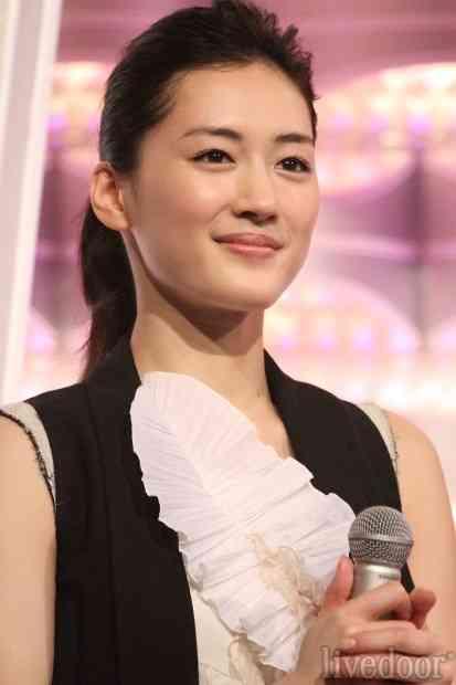 綾瀬はるかの紅白歌合戦でのミス、「被害者」aikoが別番組でネタに - ライブドアニュース