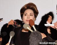 デヴィ夫人「平手打ち騒動」臆測呼ぶ朝日新聞スクープの舞台裏 (東スポWeb) - Yahoo!ニュース