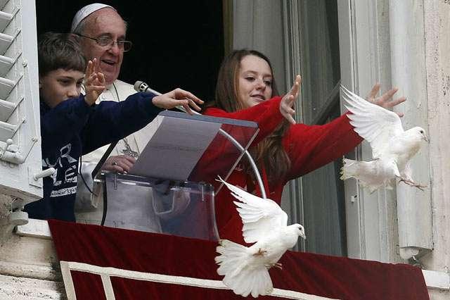 ローマ法王らが放ったハト 襲われる - MSN産経フォト
