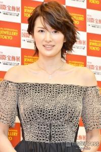 吉瀬美智子、第1子出産後初の公の場 ミニドレスでスレンダーボディ披露 - モデルプレス