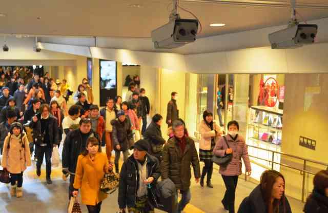 大阪駅ビルで通行人の顔をカメラで撮影し追跡する実験スタート→専門家「プライバシーの侵害では」