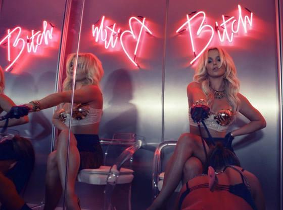 ブリトニー・スピアーズの新曲『ワーク・ビッチ』のPVが過激だとイギリスで放映禁止に