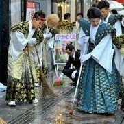 金はかまに大胆な髪形でゴミ拾い、沖縄成人式のもう一つの姿 - NAVER まとめ