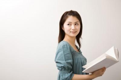 本を読むのが遅い人の特徴とは?「ロマンチストな性格が多い」 | 「マイナビウーマン」
