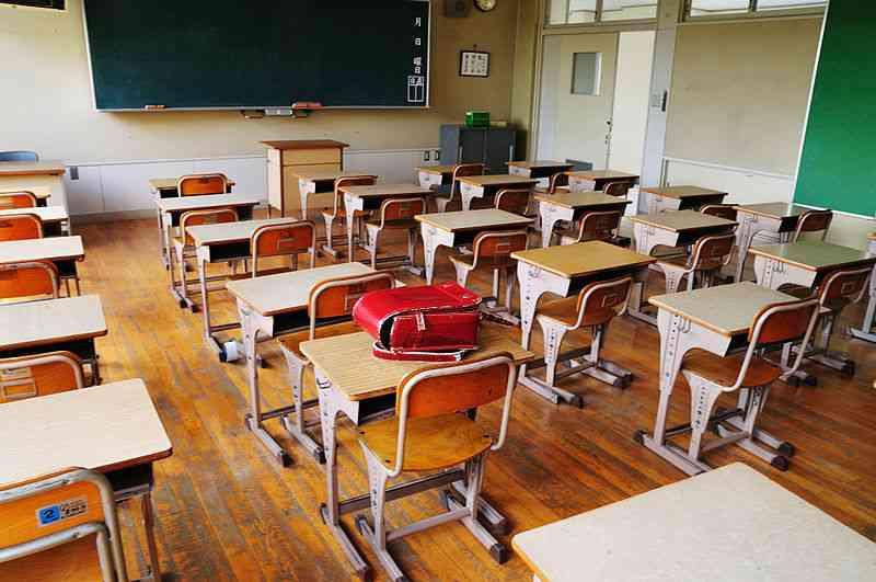 """ピアニカ、教室のカーテン、朝顔など11年で140点盗んだ53歳の""""小学生フェチ""""男…最も多く盗んだ養生シートで何をしていた?"""
