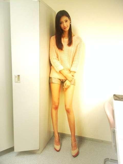 菜々緒がまさかのトイレ被害…渋谷で修学旅行生に囲まれて、お漏らし?!