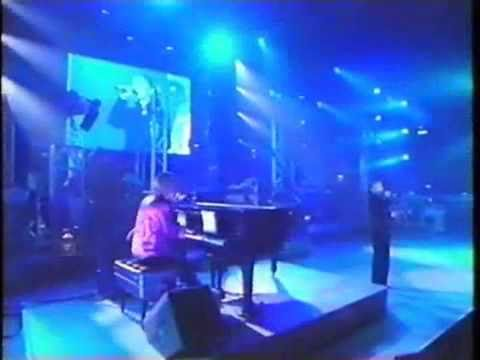 華原朋美 Tomomi Kahala - DEPARTURES (live) - YouTube