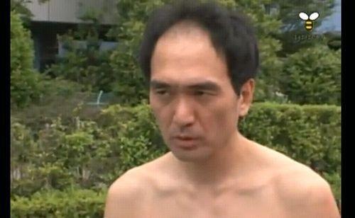 全裸男が女子更衣室に侵入。裸見せつけアイコンタクトをして去る←犯人の似顔絵公開!