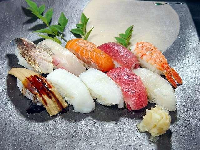 『お寿司で一番好きなネタ』ランキング …1位「サーモン」 2位「イクラ」