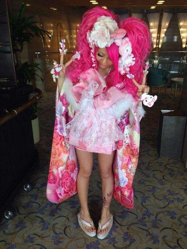 元AKB48光宗薫、奇抜な振り袖姿で圧倒 「とても麗しい」の声