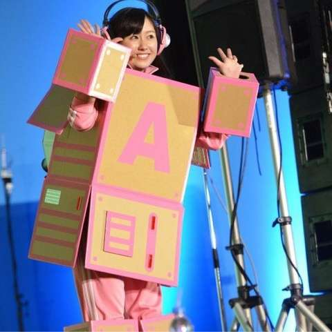ももいろクローバーZ佐々木彩夏、自宅で足を骨折…当面ダンスは見送り歌唱のみ