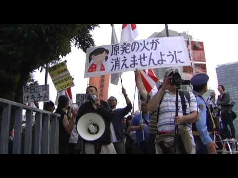 在特会と笑点のテーマ - 6.22首相官邸前抗議 - YouTube