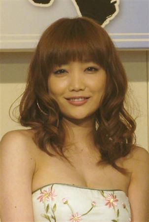 佐藤江梨子に外国人の新恋人!手つなぎデートの画像をご覧ください